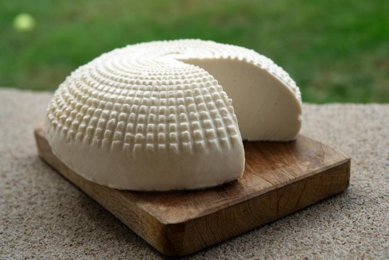 La ce trebuie să fim atenți când cumpărăm brânză!