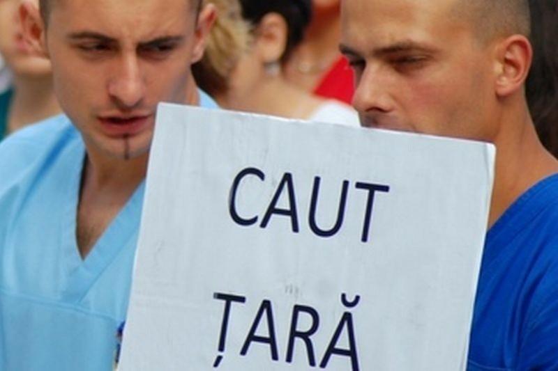 La fiecare 9 minute un român pleacă din ţară, iar la fiecare 7 minute un român moare fără să fie înlocuit