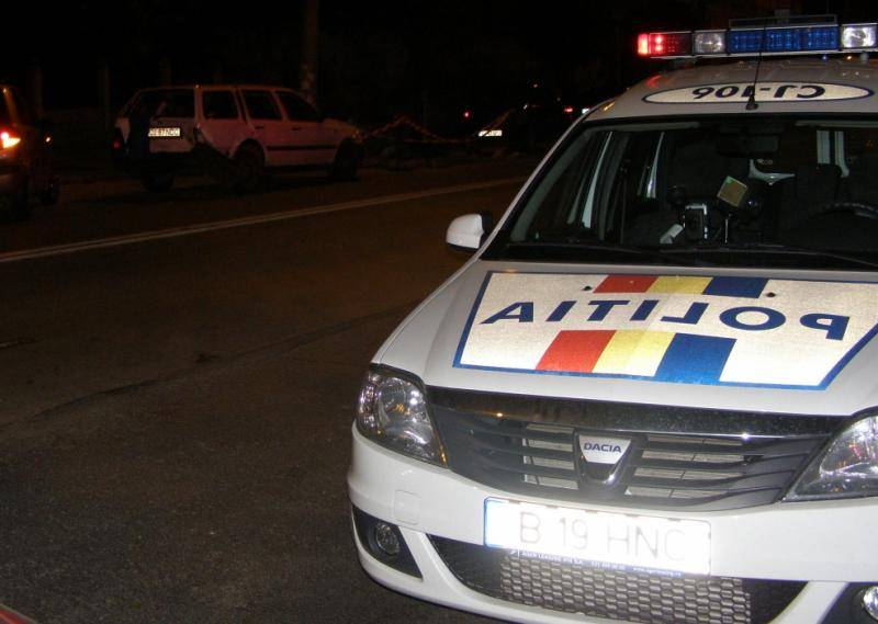 La miezul nopții la volanul unei mașini, deși nu are permis de conducere!
