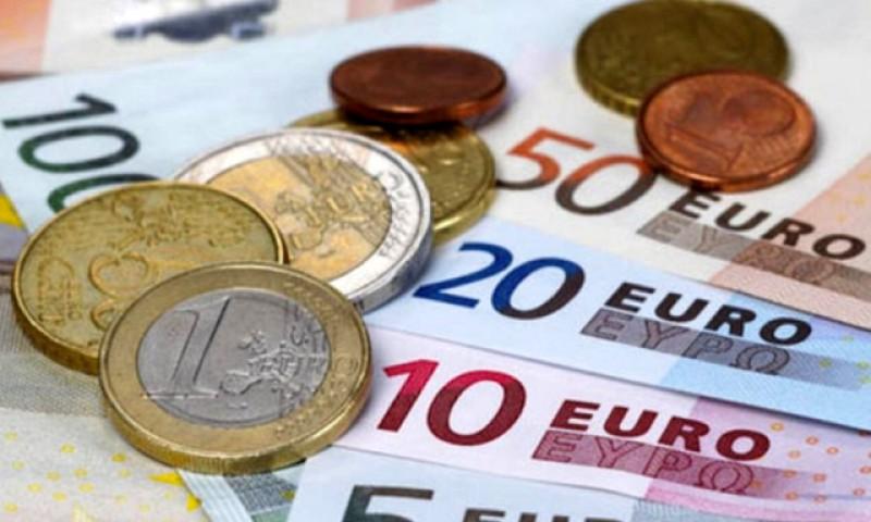 La o zi după majorarea pensiilor cu 40%: Euro a atins astăzi un nou maxim istoric