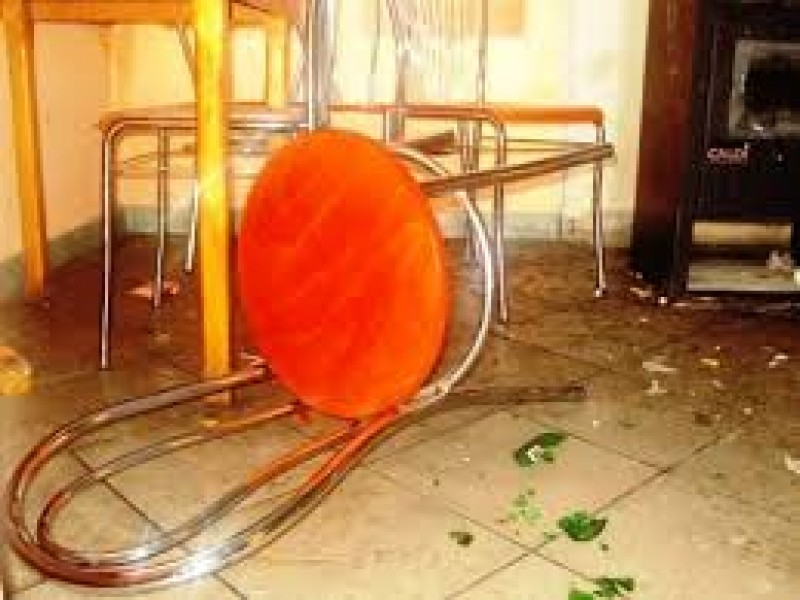 La spital, după ce a fost bătut de șase indivizi într-un bar din județ!