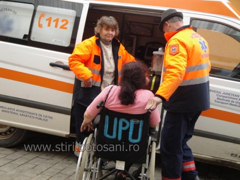 La spital, dupa o cearta cu fiul sau: Femeie prinsa sub un corp de mobila!