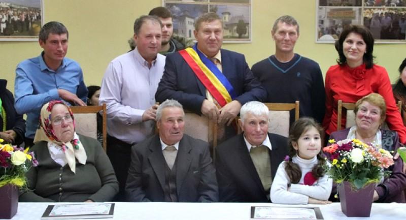La Stăuceni, șase cupluri au fost premiate astăzi pentru că au împlinit 50 de ani de la căsătorie