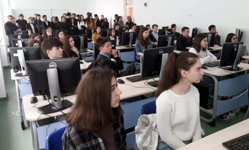 """Laborator SMART finalizat, dotat și pregătit pentru note mari la Colegiul Național """"A.T.Laurian"""""""