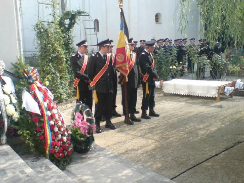 Lacrimi, flori si onoruri militare pentru sublocotenentul Marius Loghin! - FOTO