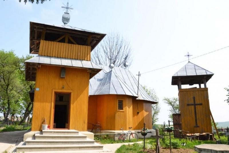 LÂNGĂ DOROHOI: Bisericuţa celui mai vechi sat din Moldova