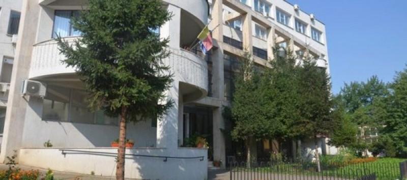 Lângă noi: Angajat al DSP Suceava, beat, amendat pentru nepurtarea măștii în timp ce făcea o anchetă epidemiologică