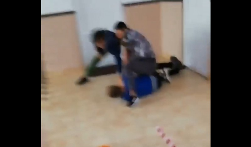 Lângă noi: Bătaie ca în ring la o școală din Suceava - VIDEO