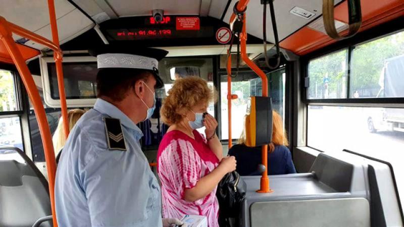 Lângă noi: O taxatoare de bilete din Suceava care a tușit în autobuz a fost bătută de un călător