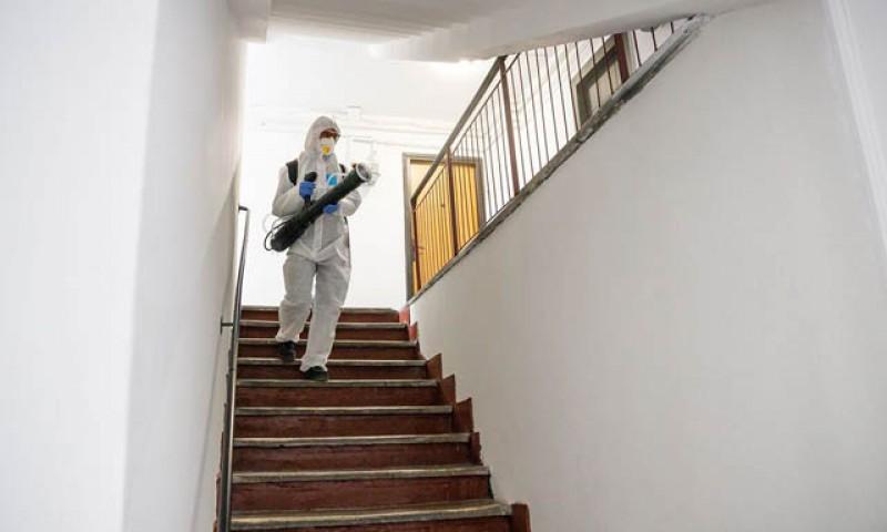 Lângă noi: Un bărbat a murit iar o femeie este în stare gravă la Suceava după ce au dezinfectat o casa închiriată, de frica coronavirusului