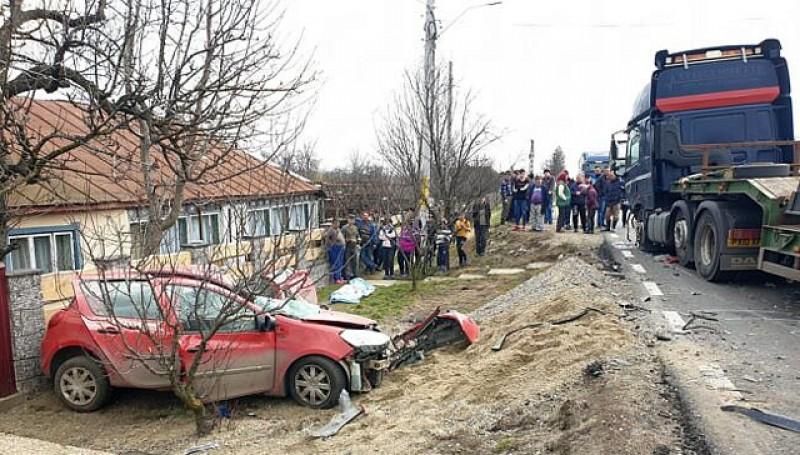 Lângă noi: Un șofer de TIR a făcut prăpăd la Suceava