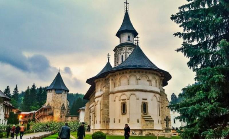 Lângă noi: Zeci de călugări de la Mănăstirea Putna, internați urgent cu coronavirus la spitalul din Suceava