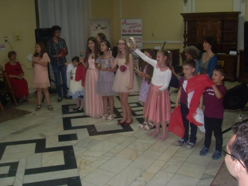 """Lansarea publicaţiei """"Botoşani, oraş al muzicii europene"""" FOTO"""