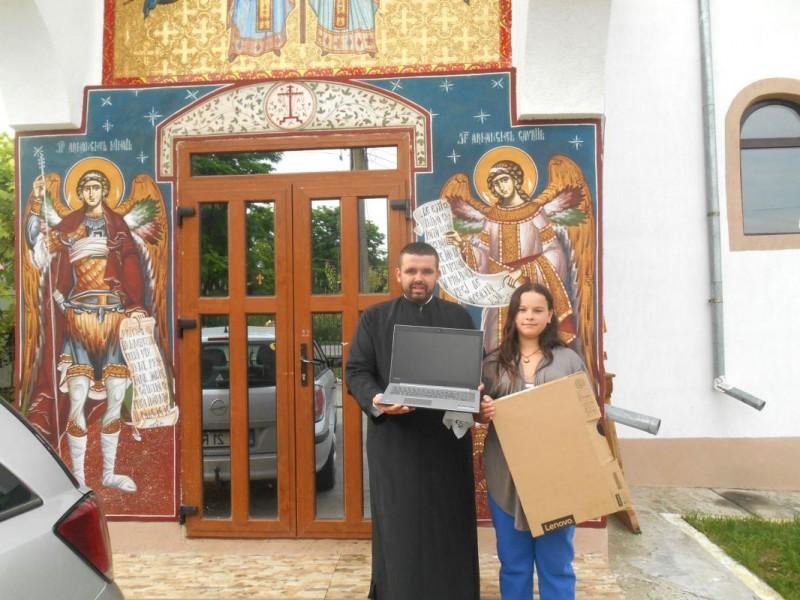 Laptopuri pentru tinerii din Parohia Chişcăreni