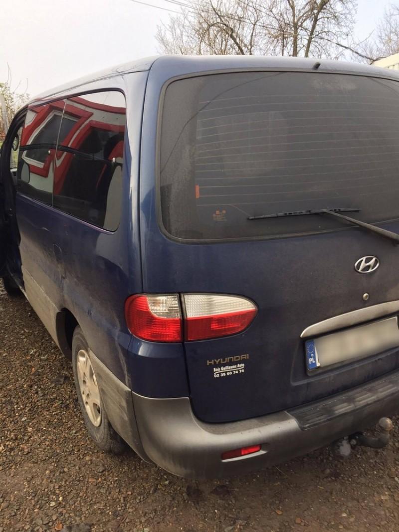 Lăsat fără mașină și amendat, în Vama Rădăuți-Prut! Ce ascundea! FOTO