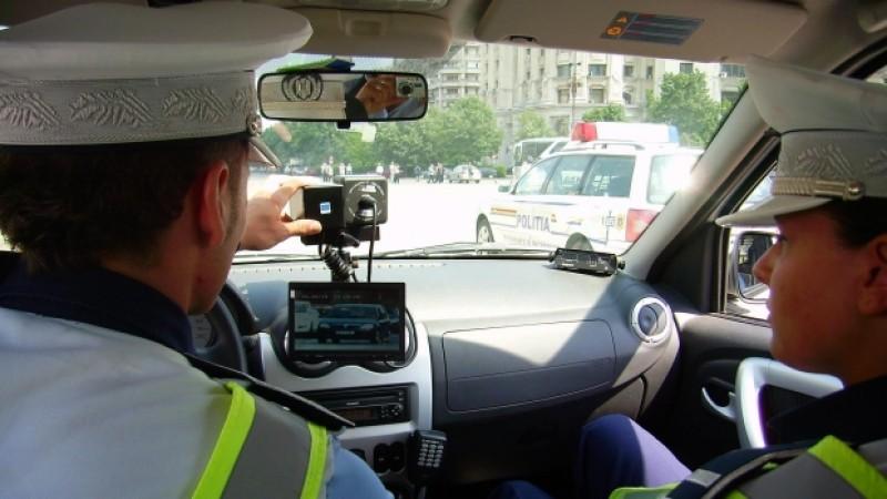 Legea care prevede că maşinile de poliţie cu radar trebuie presemnalizate a ajuns la CCR
