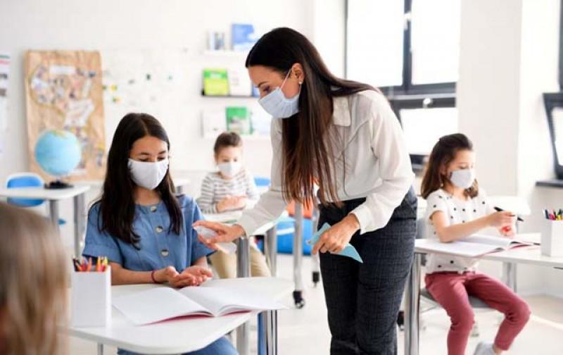 Legea prevind acordarea unui stimulent de risc de 2000 de lei pentru profesori pentru orele predate în starea de urgenţă şi alertă, a fost adoptată de Camera Deputaților