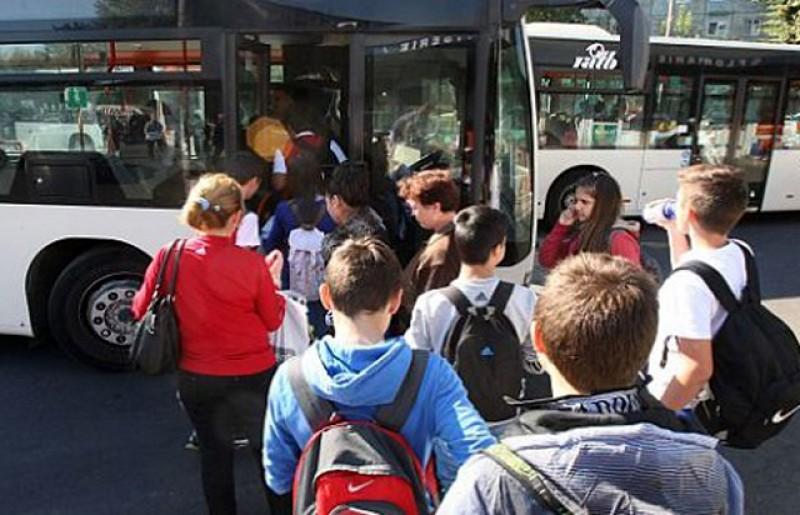 Legea transportului gratuit pentru elevi a fost promulgată. Decontarea se va face de către școală