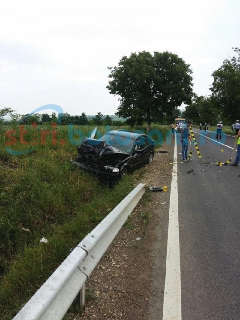 BMW aruncat de pe şosea , după o depăşire interzisă! O fată de 18 ani a fost rănită! FOTO