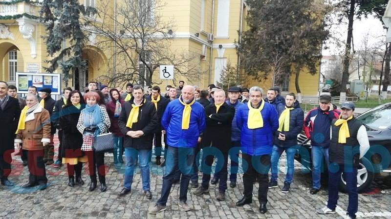 Liberalii botoșăneni au ieșit în stradă pentru a se face mai bine auziți-FOTO