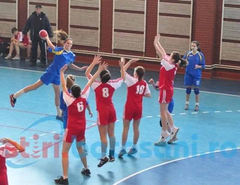 """Liceele """"Gr. Antipa"""" şi """"Nicolae Iorga"""" au câştigat faza municipală la handbal"""