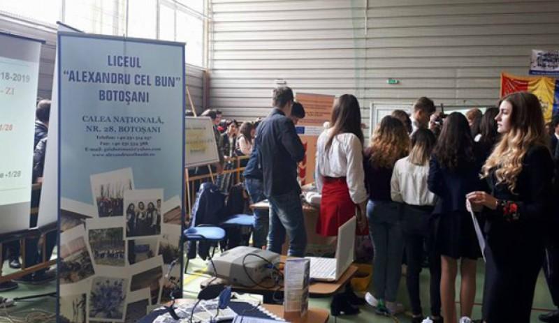 """Liceul """"Alexandru cel Bun"""" din Botoșani a devenit partener în cadrul proiectului-pilot Bugetare participativă la școală."""