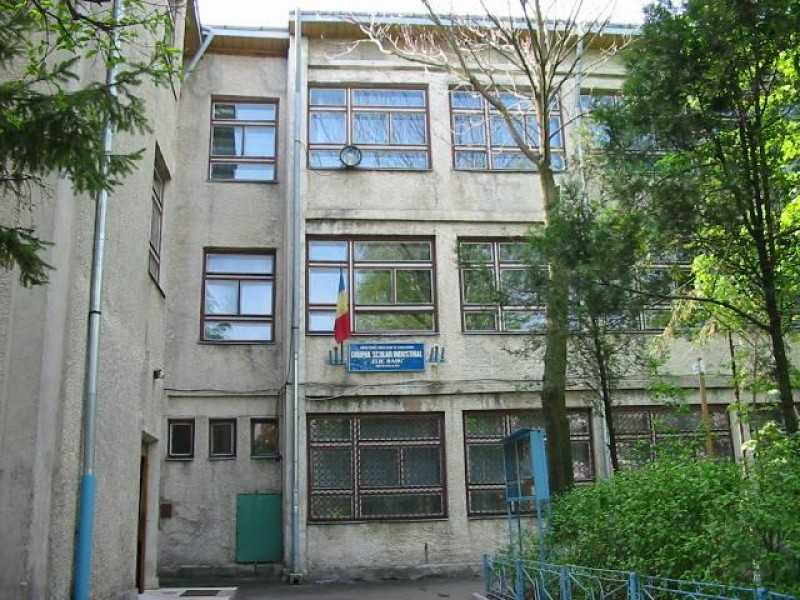 """Liceul """"Elie Radu"""", în căutare de sponsori pentru completarea unui laborator de matematică"""