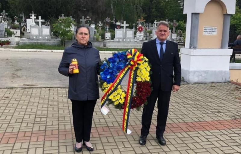 Liderii administrației de stat de la Botoșani au depus astăzi o jerbă de flori în Cimitirul eroilor- Pacea