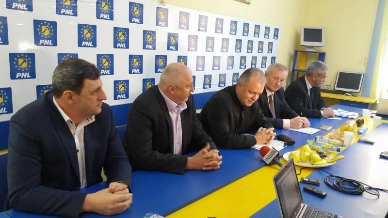 Liderul PNL Botoşani acuză directorii de şcoli că fac campanie pentru inspectorul general al IŞJ