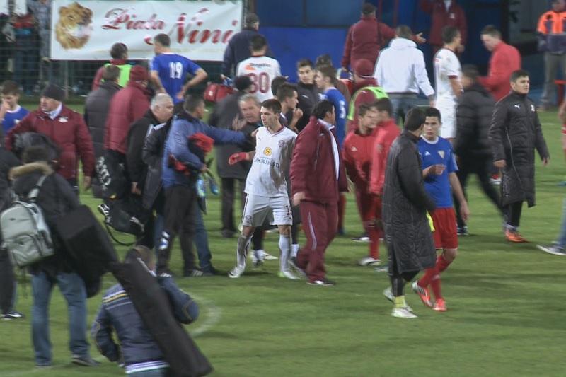 Liga 2: Dupa bataia de la Craiova, un alt meci s-a terminat cu pumni si picioare! VEZI VIDEO