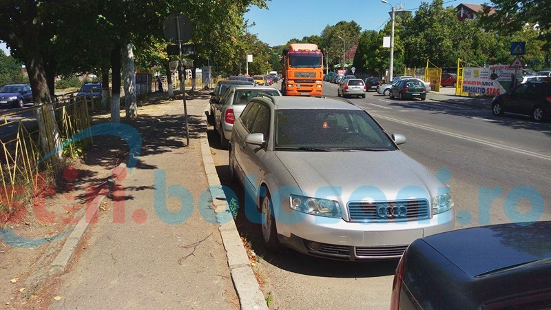 """Lipsa locurilor de parcare, reclamată de instructorii auto din Botoşani. """"Am o maşină de ridicat, fac eu ordine"""""""