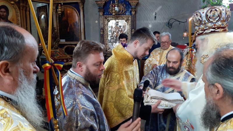 Liturghie arhierească la Biserica Vovidenia: Unul dintre fiii protopopului Lucian Leonte a fost hirotonit diacon - FOTO, VIDEO