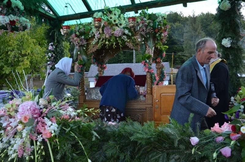 Liturghie arhierească la Mănăstirea Sihăstria Voronei de sărbătoarea Sfântului Cuvios Onufrie de la Vorona