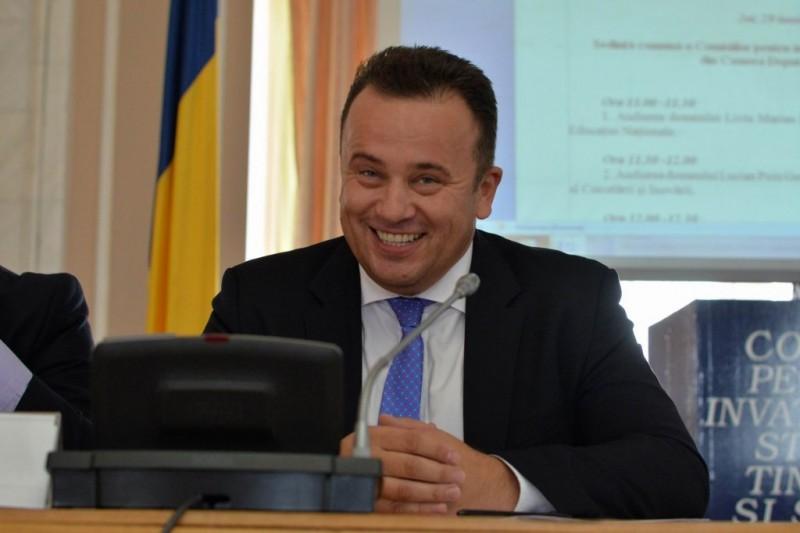 Liviu Pop, ministrul Educaţiei: Elevii din clasa a V-a vor avea manual şi la educaţie fizică
