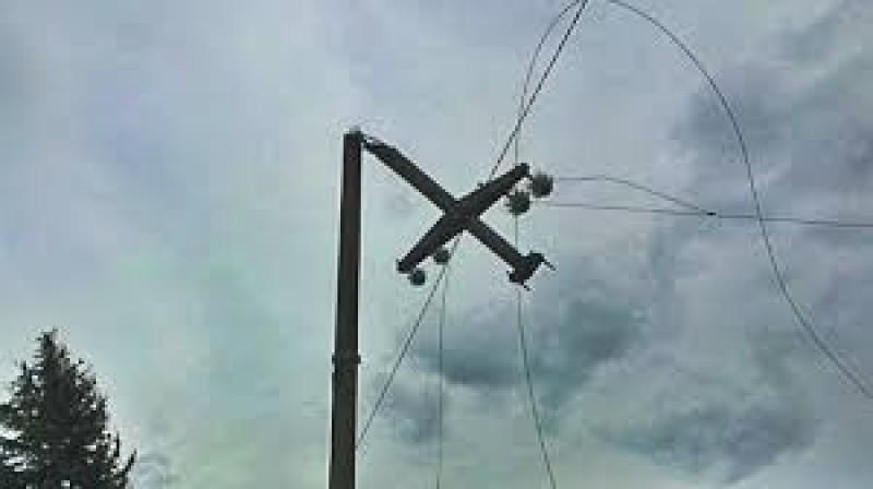 Localități fără energie electrică după furtuna din timpul nopții!