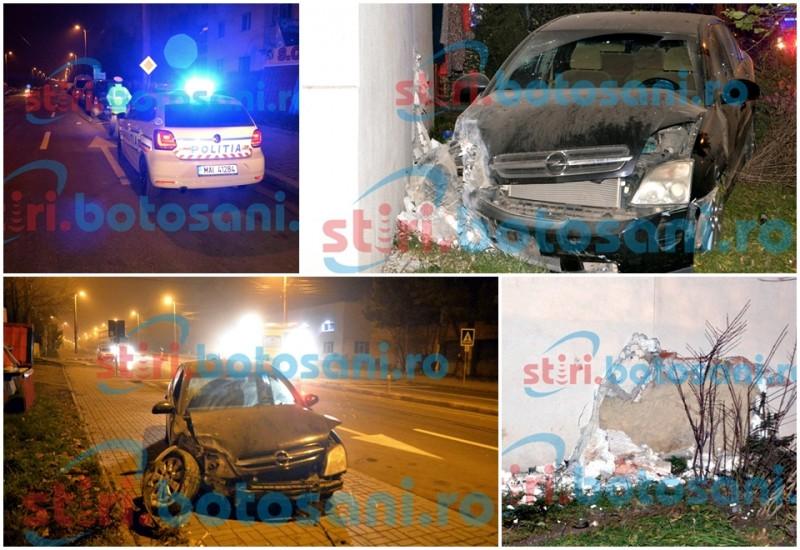 Locatari treziți din somn, după ce o mașină s-a înfipt în bloc! Șoferul a fugit imediat după impact! GALERIE FOTO