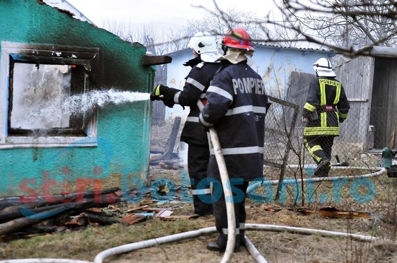 Locuinta distrusa de un incendiu, in apropiere de Flamanzi!
