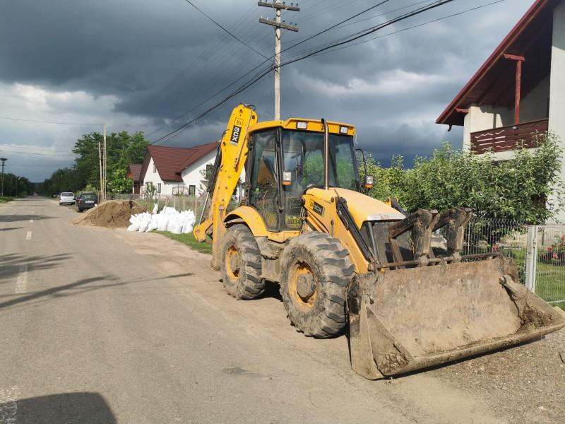 Locuitorii din nordul județului și autoritățile așteaptă să înfrunte apele Prutului (foto)