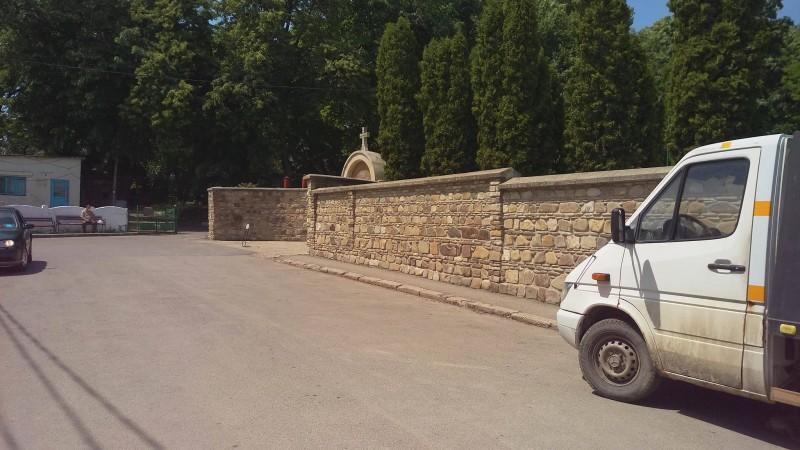 25 de locuri de parcare vor fi date spre administrare Mănăstirii Popăuți