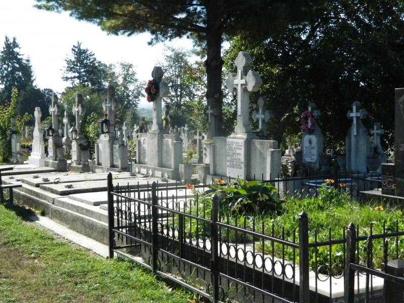Locuri de veci tot mai puține în cimitirele din municipiul Botoșani