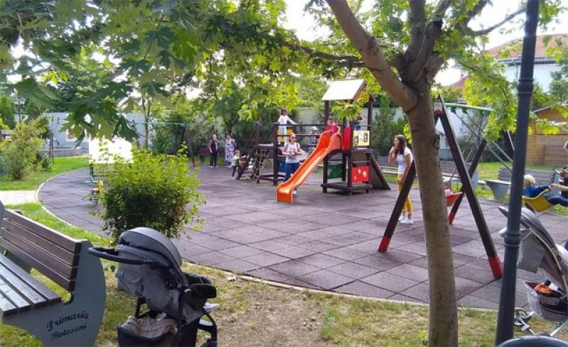 Locurile de joacă în aer liber din Botoșani, deschise și nu prea