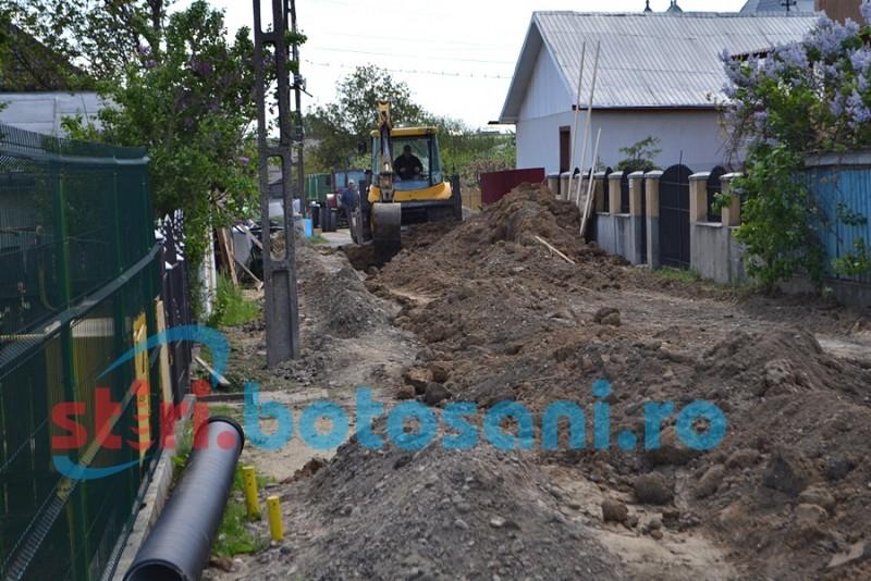 Lucrările la rețeaua de apă și canal de pe mai multe străzi din municipiul Botoșani, în pericol de a fi sistate!