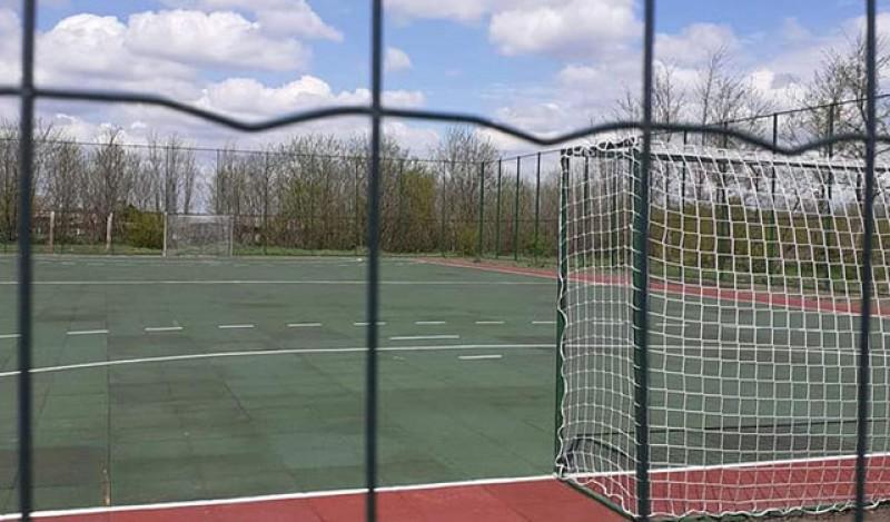 Lucrările la terenul de sport din Răuseni au fost finalizate