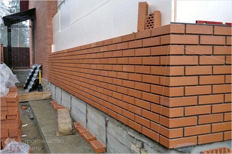Lucrau la construirea unei case, iar un zid s-a prăbușit peste ei