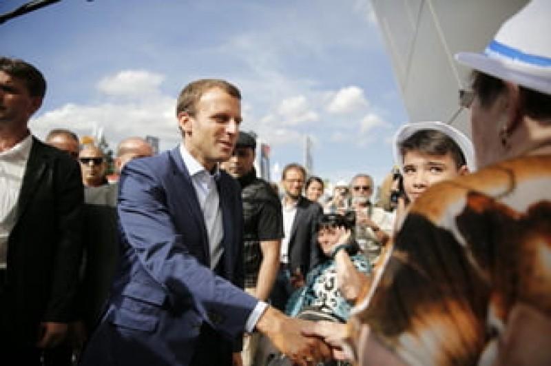 """Macron, o prima reactie despre """"vestele galbene"""": Atunci cand exista ura, inseamna ca exista si o nevoie de iubire"""