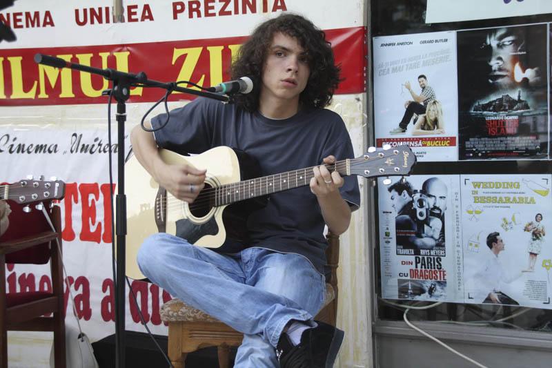 MADALIN ANTONESEI - Baiatul cu chitara