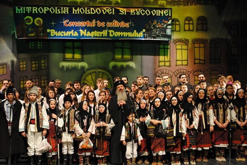 "Magia Craciunului: Corul ""Mugurasii"" din Vladeni - Colind, uratura si sorcova VIDEO"