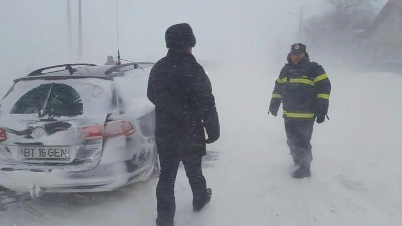 Mai multe drumuri blocate de viscol în judeţul Botoşani! Vezi unde nu se circulă! FOTO, VIDEO