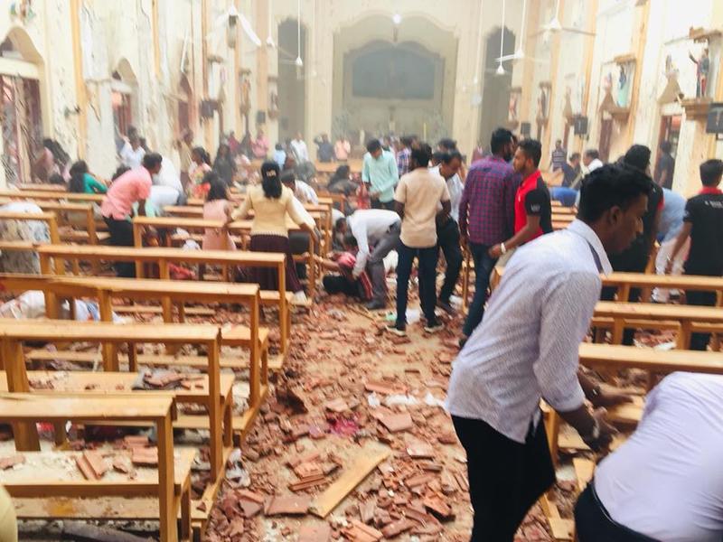 Mai multe explozii în biserici și hoteluri din Sri Lanka. Cel puțin 50 de morți și 280 de răniți!