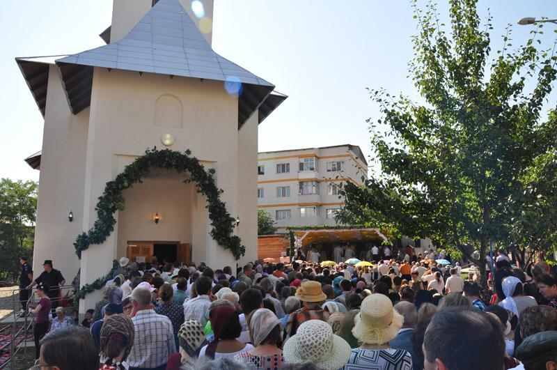 Mai multe parohii din județul Botoșani își cinstesc astăzi ocrotitorii